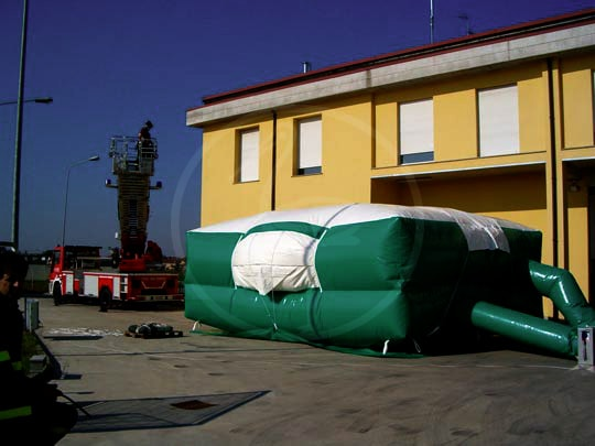 Inflatable rescue mattress (fire fighting)