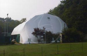 Zeltkonstruktion aus Stahl für Tennisplatz