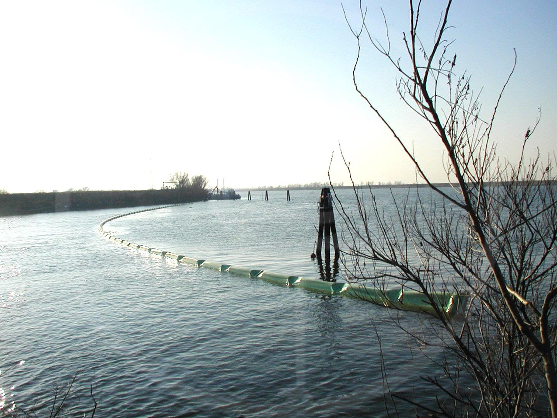 Barriera galleggiante antiinquinamento