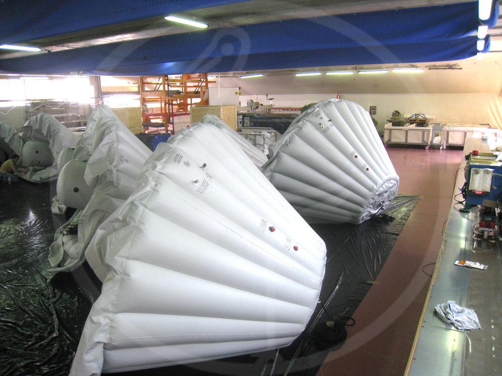 Cuffie pneumatiche di protezione per moduli Ariane. Base Nuova Guinea