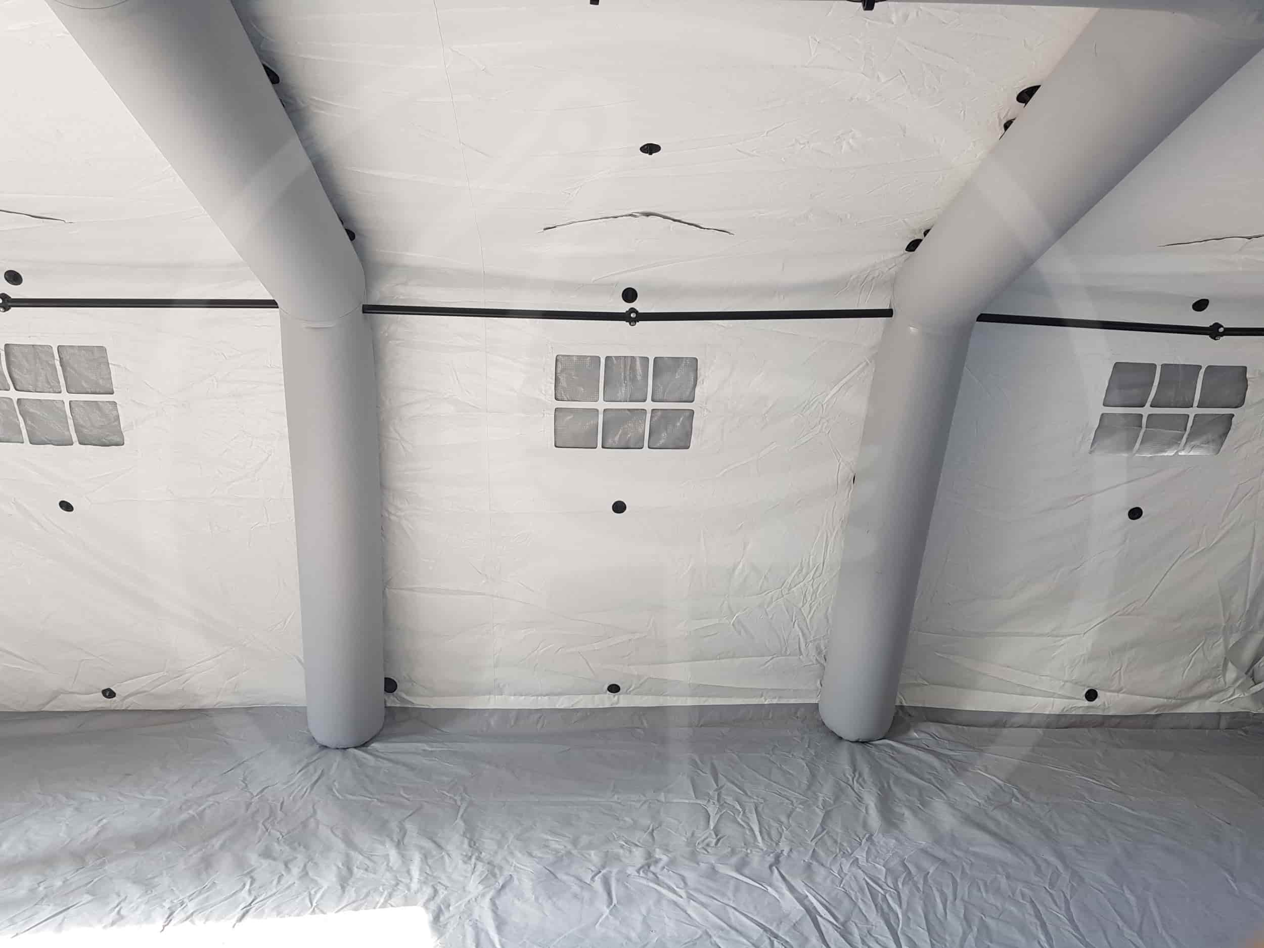 Внутренность надувной самогонесущей палатки