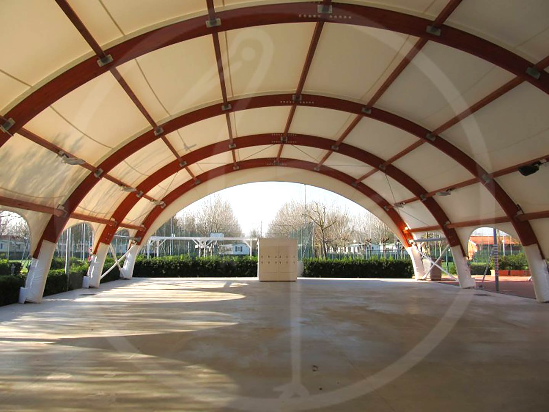 Tendostruttura ad uso teatro per villaggio turistico
